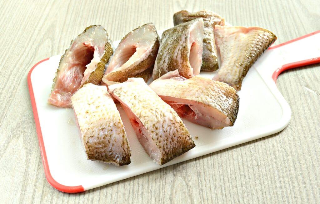 Фото рецепта - Рыба в томатно-сметанном соусе на сковороде - шаг 2