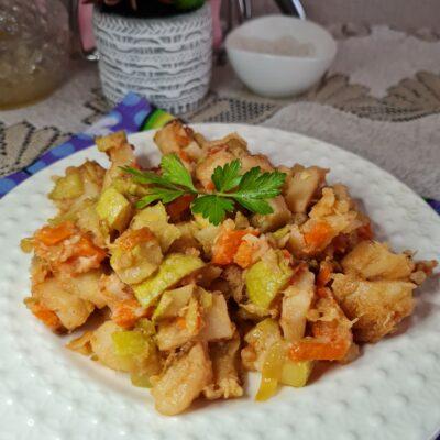 Овощное рагу с кабачком и картофелем на сковороде - рецепт с фото