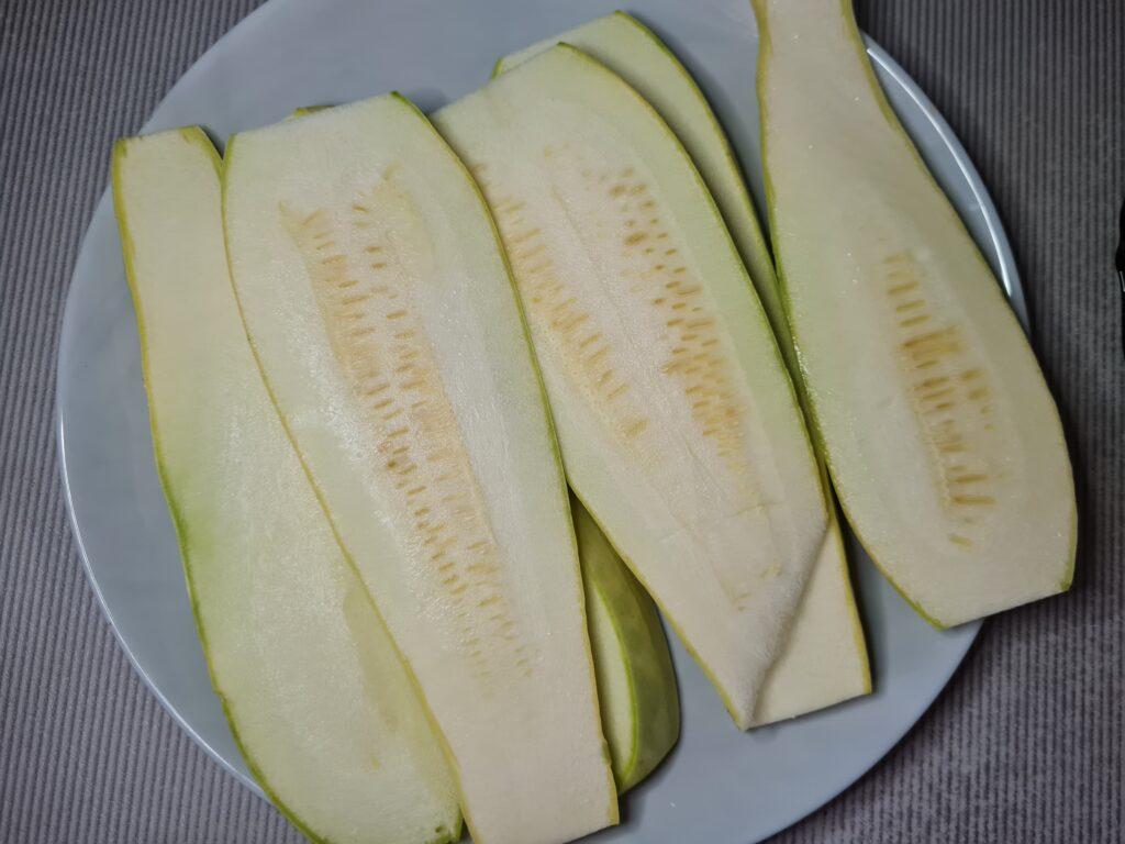 Фото рецепта - Кабачковые роллы с сырной начинкой - шаг 1
