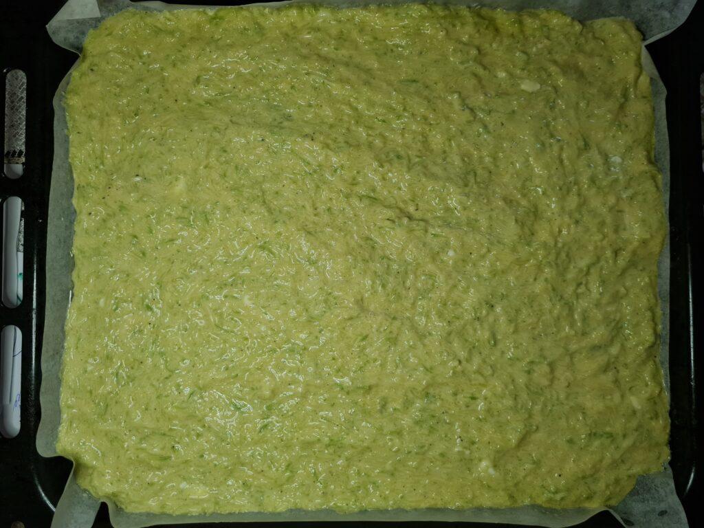 Фото рецепта - Рулет из кабачков с плавным сыром и помидорами - шаг 4