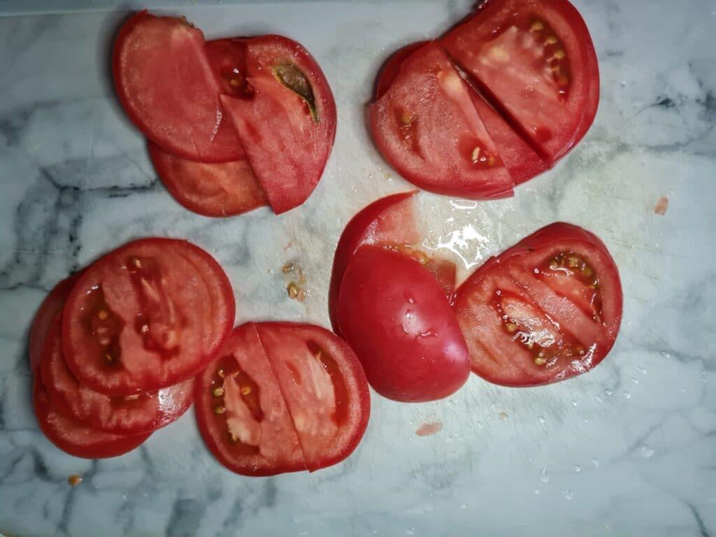 Фото рецепта - Рулет из кабачков с плавным сыром и помидорами - шаг 6