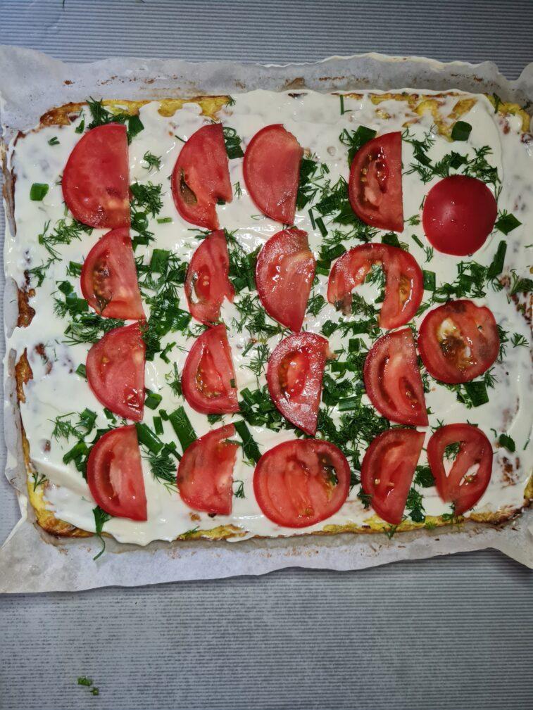 Фото рецепта - Рулет из кабачков с плавным сыром и помидорами - шаг 7
