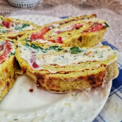 Рулет из кабачков с плавным сыром и помидорами - рецепт с фото