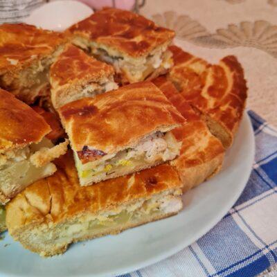 Курник с картофелем, луком и куриной грудкой - рецепт с фото
