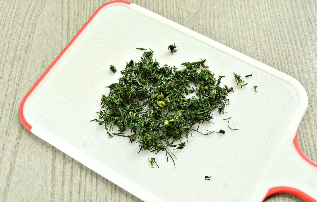 Фото рецепта - Пикантная закуска из помидоров с зеленью и морковью - шаг 4