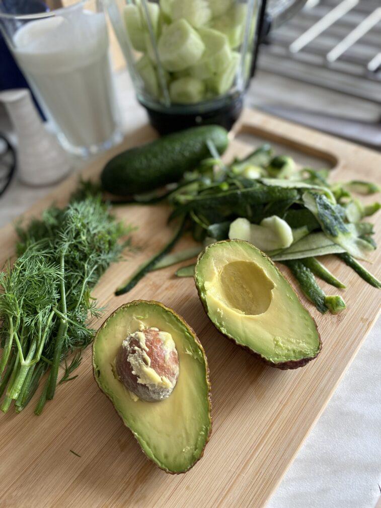 Фото рецепта - Огуречный гаспачо с авокадо - шаг 3