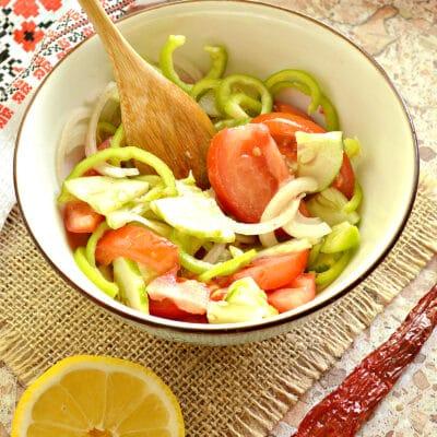 Овощной салат с медовой заправкой - рецепт с фото
