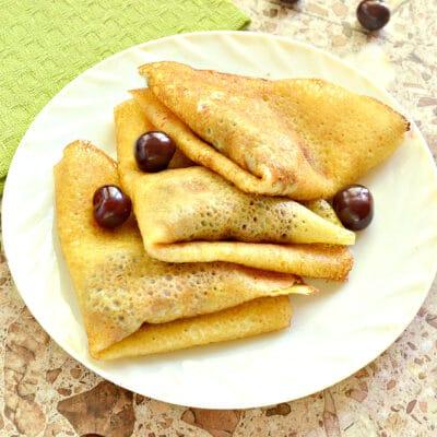 Конвертики из блинов с вишневой начинкой - рецепт с фото