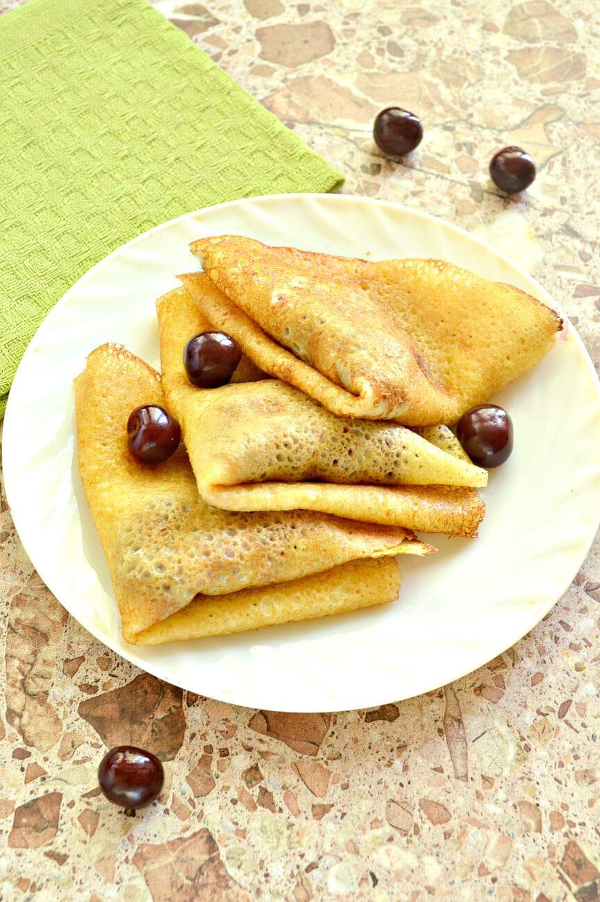 Конвертики из блинов с вишневой начинкой