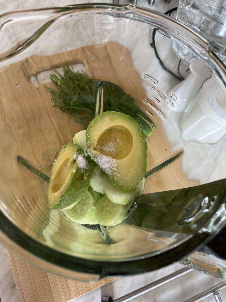 Фото рецепта - Огуречный гаспачо с авокадо - шаг 4