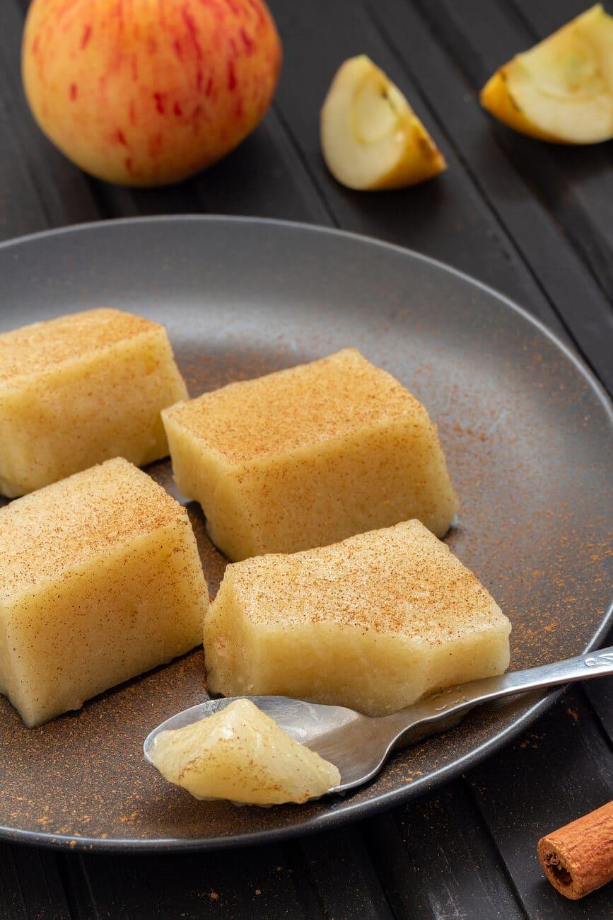 Ароматное желе из яблок, с лимоном и корицей
