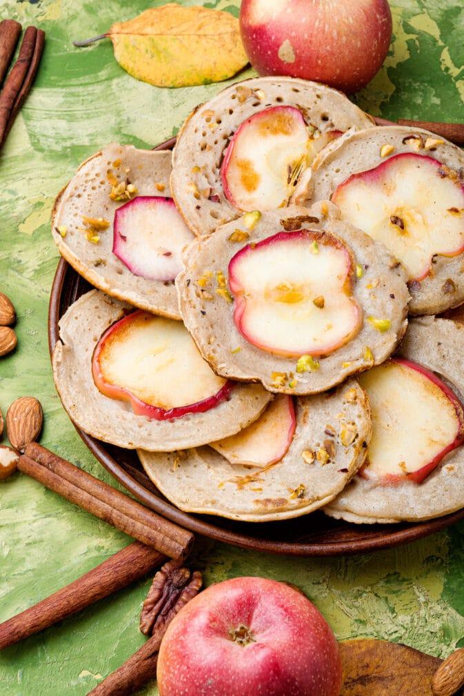 Фото рецепта - Блинчики с яблочным припеком - шаг 5