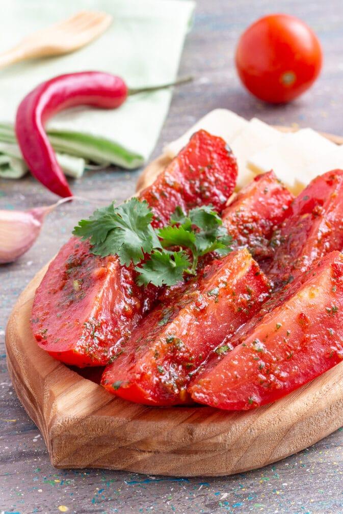 Фото рецепта - Быстрые малосольные помидоры в чесночном маринаде - шаг 5