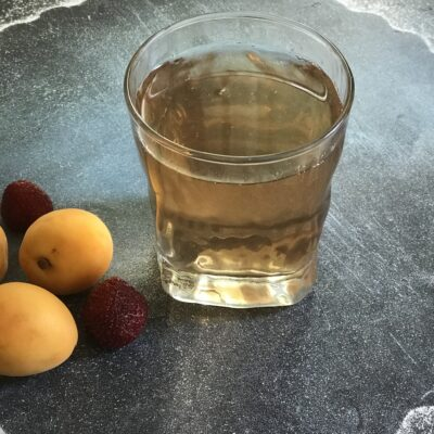 Клубнично-земляничный компот с абрикосами - рецепт с фото