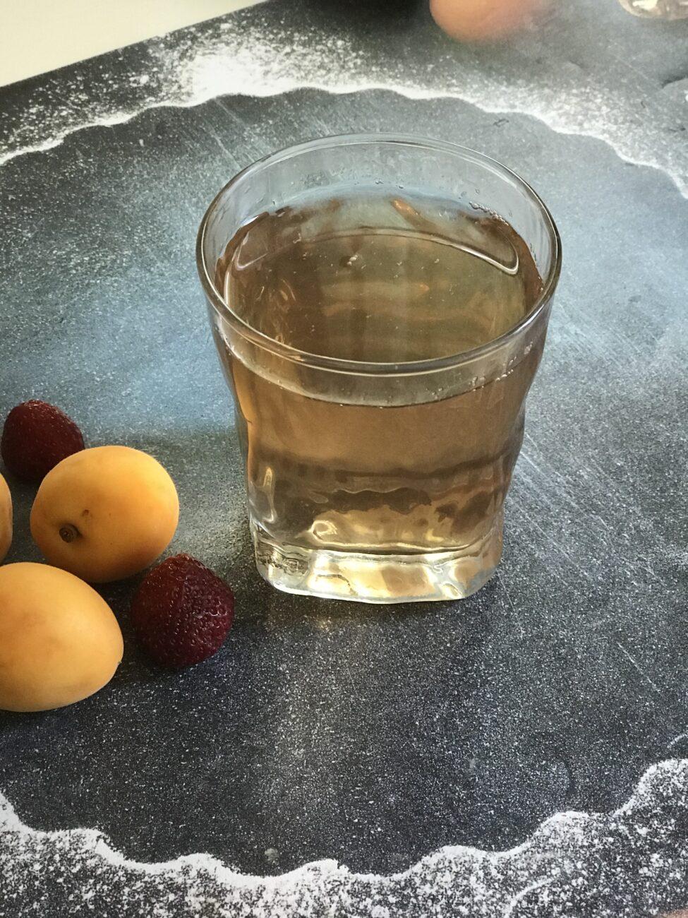 Клубнично-земляничный компот с абрикосами