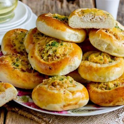 дрожжевые булочки с фаршем и сыром