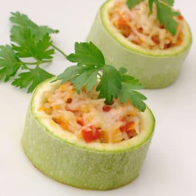 Фаршированные кабачки с рисом и овощами