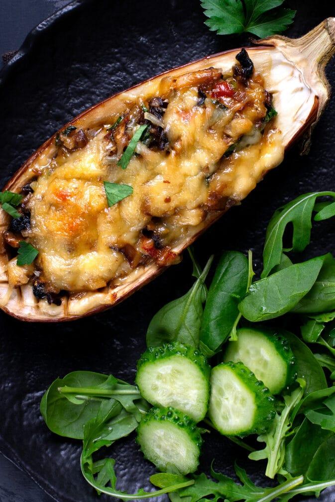 Фото рецепта - Фаршированные половинки баклажанов с грибами и овощами - шаг 6
