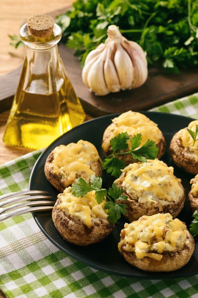 Фото рецепта - Фаршированные шампиньоны с курицей - шаг 11