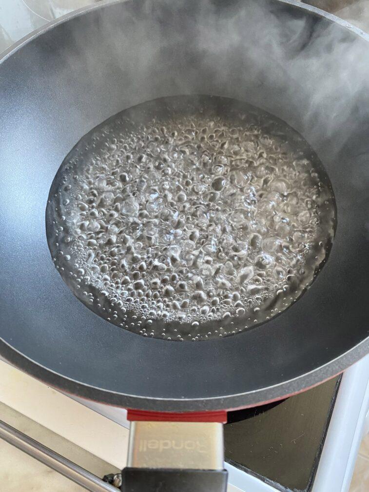 Фото рецепта - Яичница на воде - шаг 2