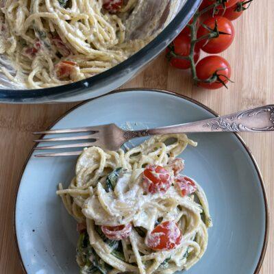Сливочная паста со шпинатом - рецепт с фото