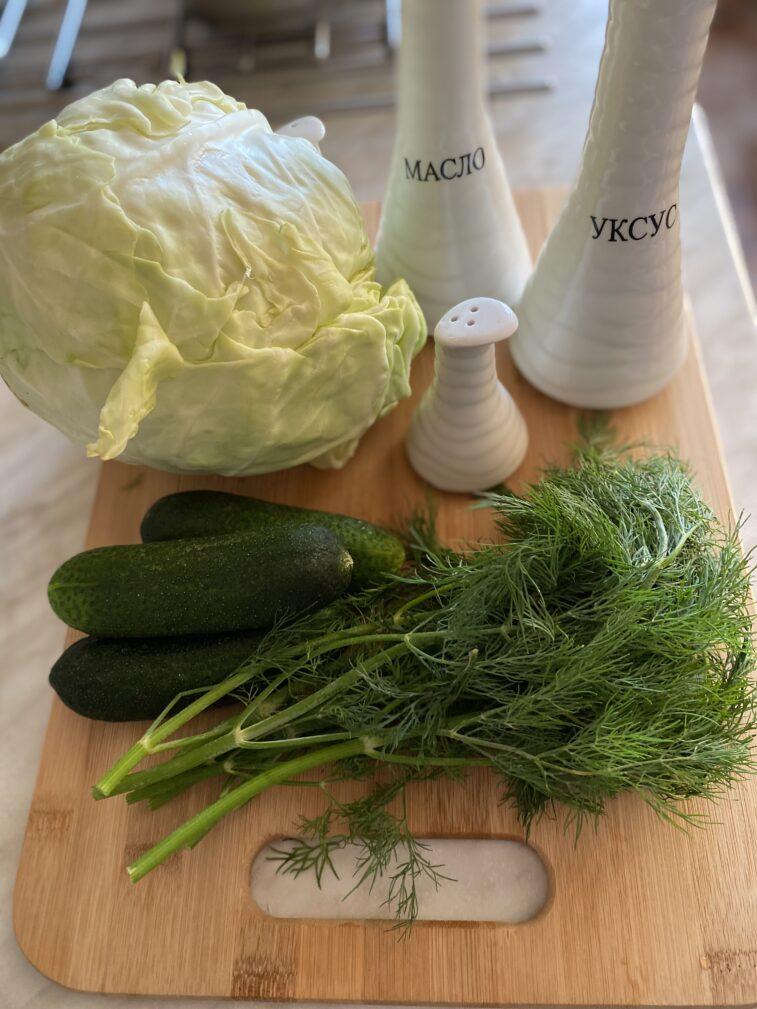 Фото рецепта - Салат из молодой капусты с огурцом - шаг 1