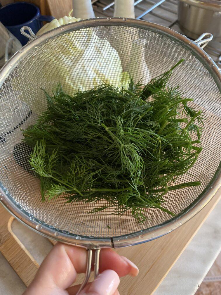 Фото рецепта - Салат из молодой капусты с огурцом - шаг 2