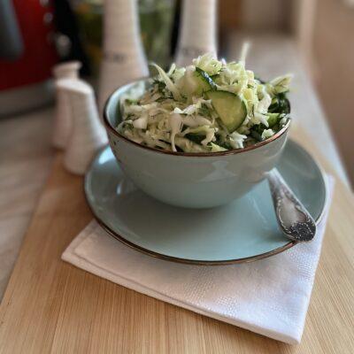 Салат из молодой капусты с огурцом - рецепт с фото