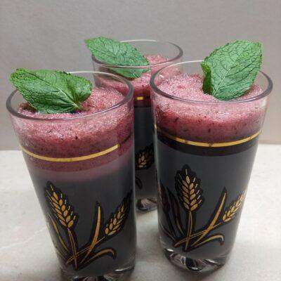Смузи с черникой и мятой - рецепт с фото