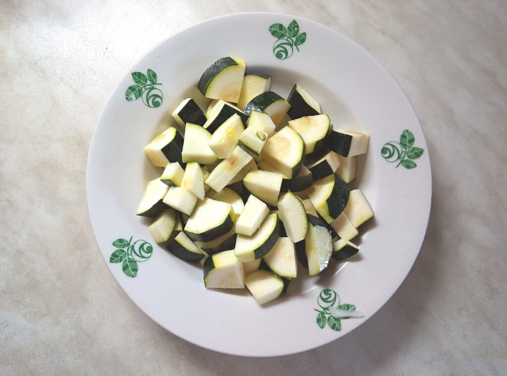 Фото рецепта - Гороховый крем-суп с цуккини - шаг 4