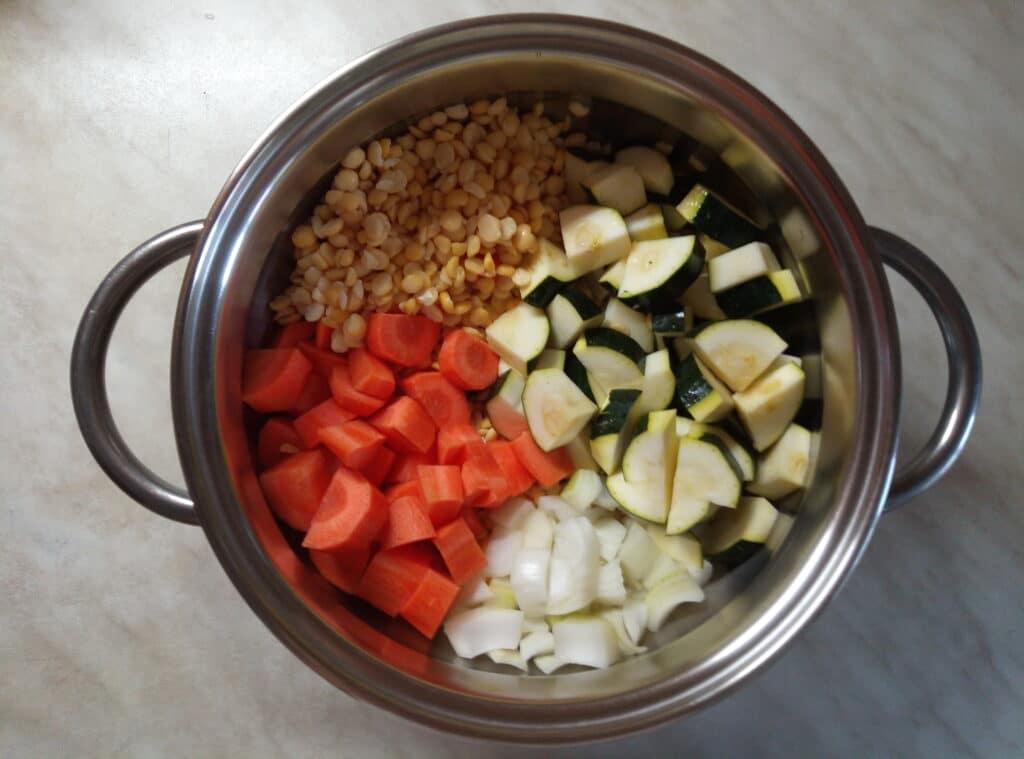 Фото рецепта - Гороховый крем-суп с цуккини - шаг 5