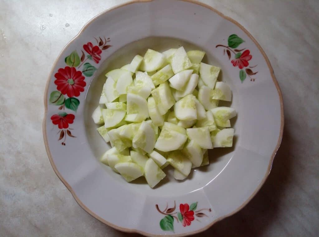 Фото рецепта - Салат со свежими овощами и запеченной дорадо - шаг 2