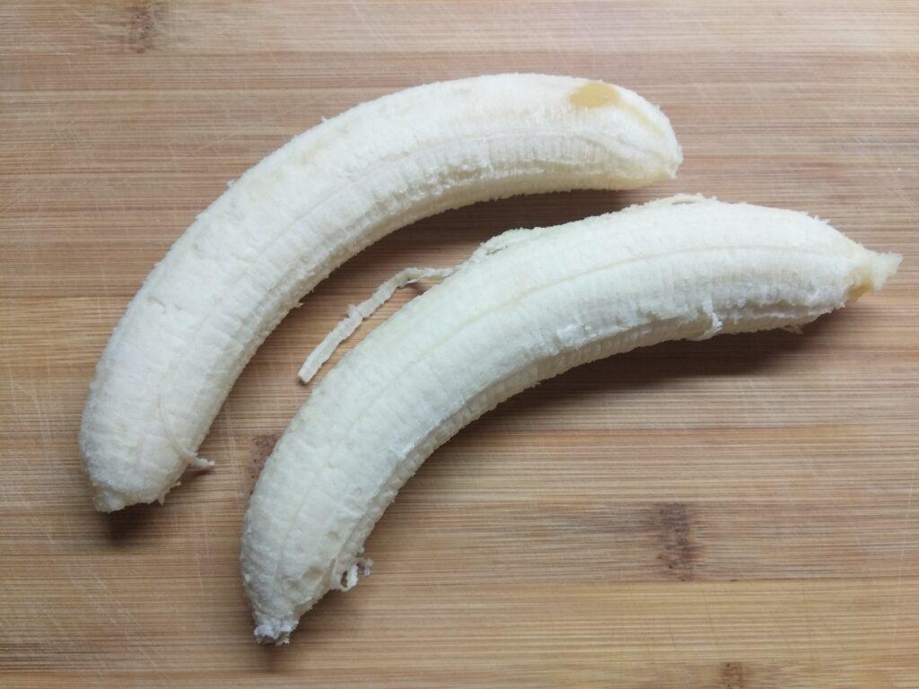 Фото рецепта - Домашнее мороженное из банана, черники и йогурта - шаг 1