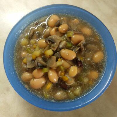 Суп с фасолью и шампиньонами - рецепт с фото
