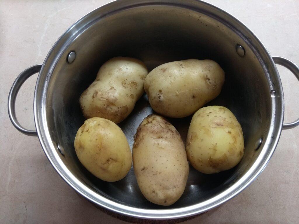 Фото рецепта - Картофель, запеченный в духовке с травами и сыром - шаг 1