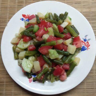 Салат со спаржевой фасолью, картофелем, помидором и огурцом - рецепт с фото