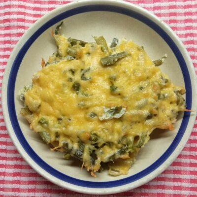 Запеканка со стручковой фасолью и яйцами под сыром - рецепт с фото