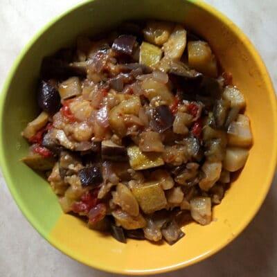 Овощное рагу с кабачками и баклажанами - рецепт с фото