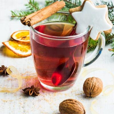 Ягодный чай из вишни и малины - рецепт с фото