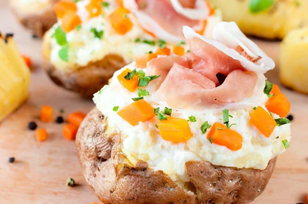 Фото рецепта - Картофель, фаршированный овощами и сыром - шаг 5