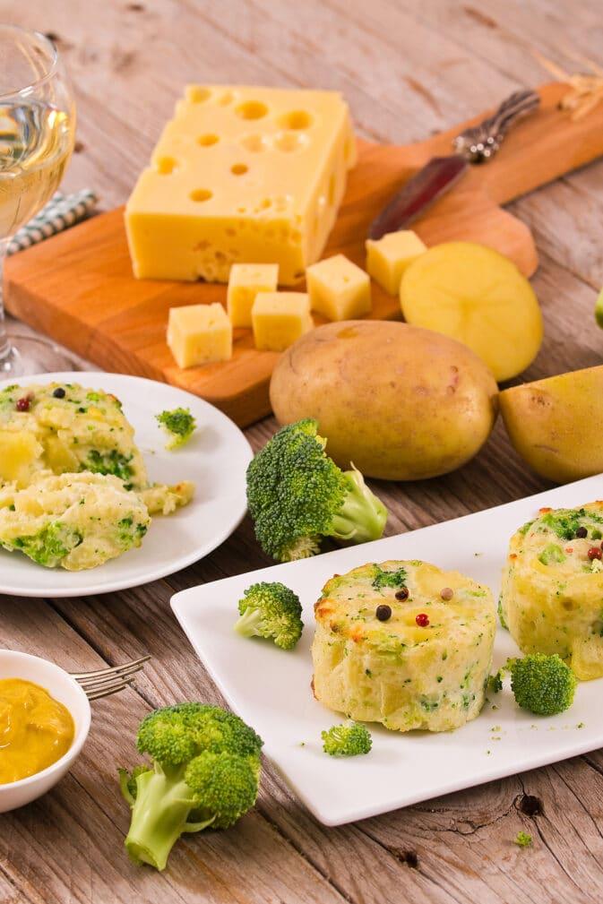 Фото рецепта - Картофельная запеканка с брокколи и сыром - шаг 4