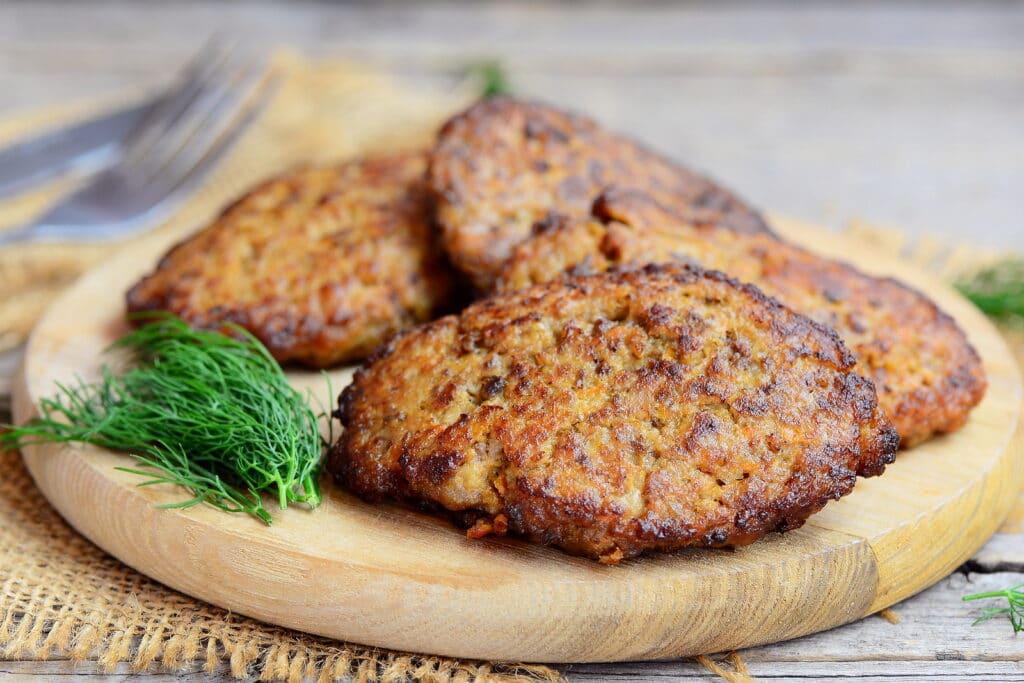 Фото рецепта - Котлеты из куриной печени с морковью - шаг 6
