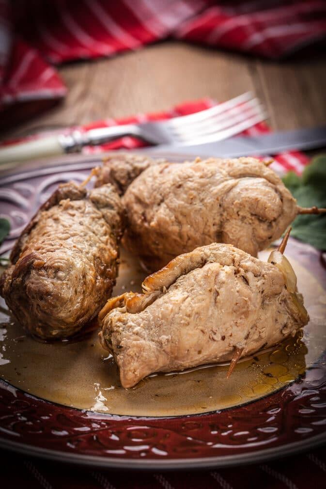 Фото рецепта - Крученики из свинины с грушей - шаг 5