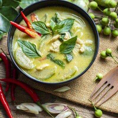 Куриный суп с кабачками и лапшой