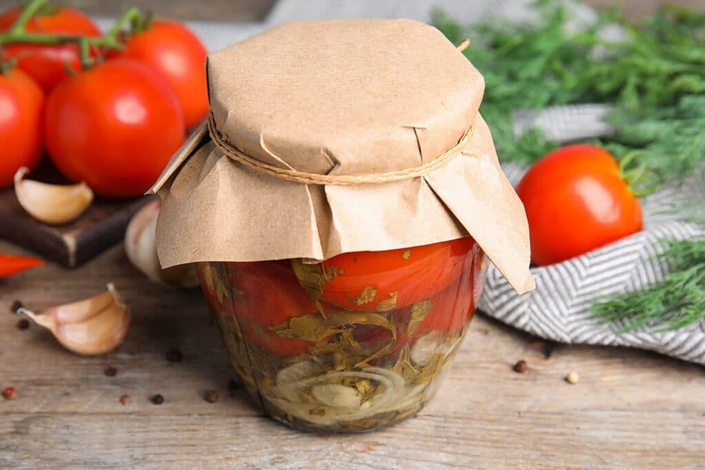 Фото рецепта - Маринованные помидоры с луком и травами (без стерилизации) - шаг 7