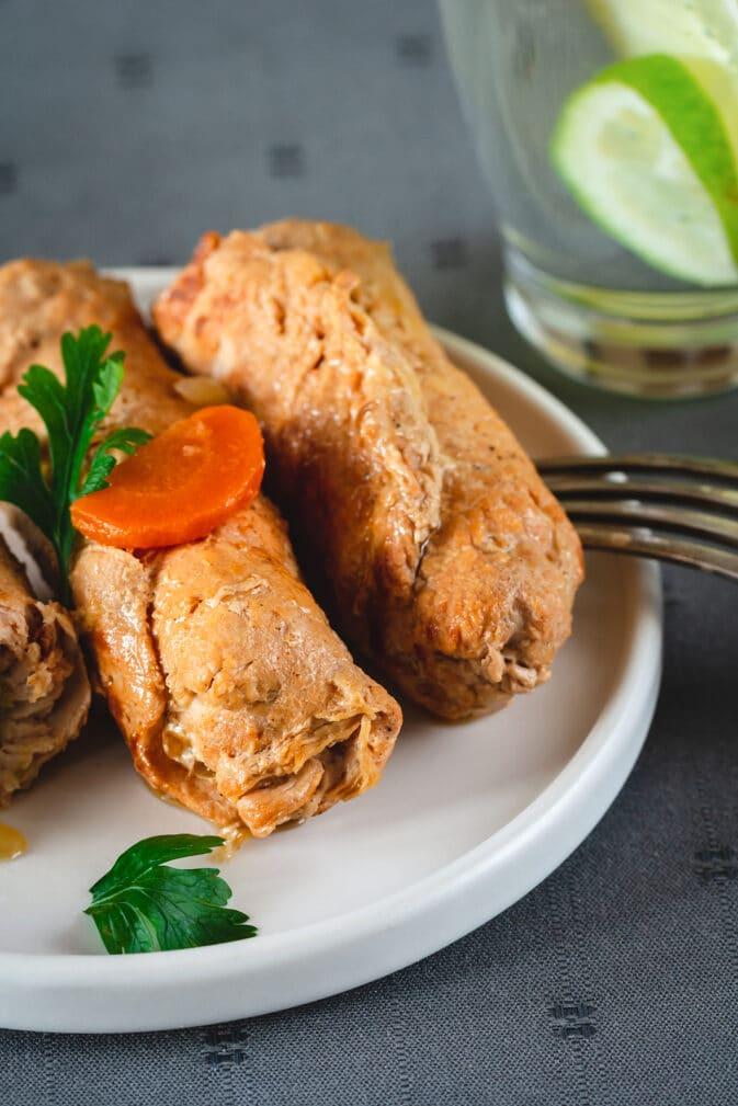 Фото рецепта - Мясные рулеты, начиненные солеными огурцами - шаг 6