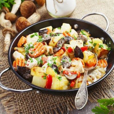 овощное рагу с курицей и грибами