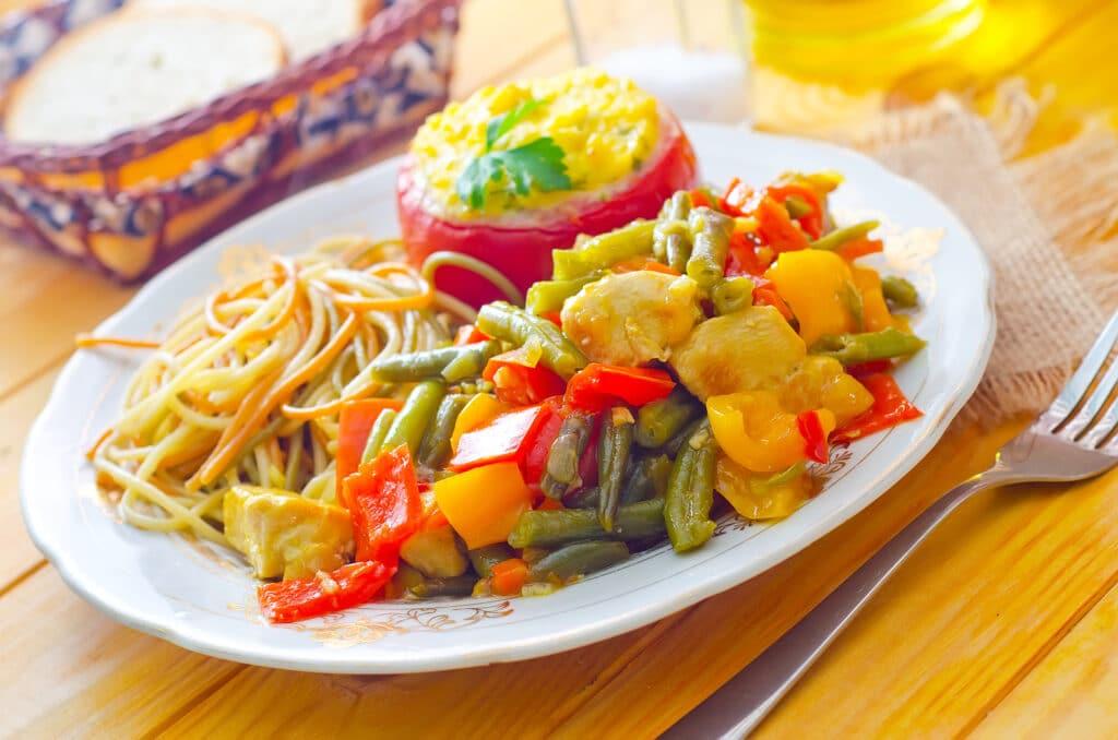 Фото рецепта - Овощное рагу с пастой - шаг 5