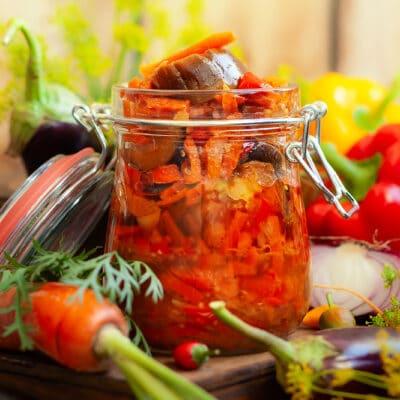 Овощной салат из баклажанов на зиму - рецепт с фото