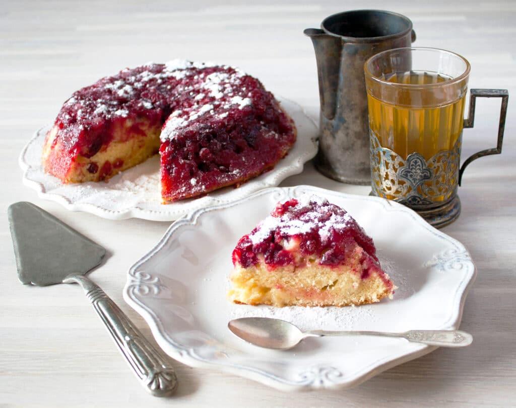 Фото рецепта - Пирог-перевертыш с ягодами - шаг 6